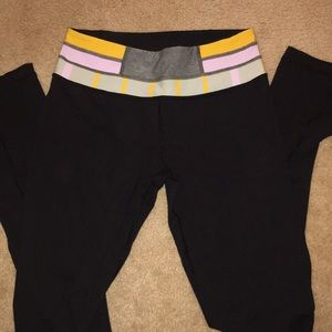 LULULEMON long black leggings with printed band
